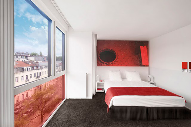 pantone_hotel_chambre_rouge