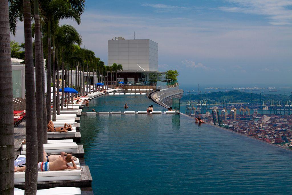 Le Marina Bay Sands à Singapour : nager dans les nuages