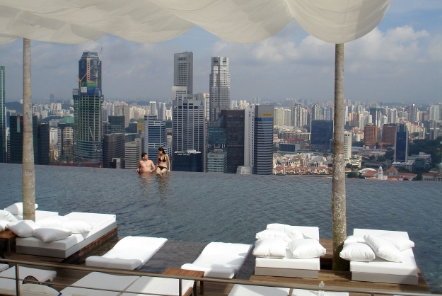 H tel insolite hotels insolites pour une nuit ou week for Hotel singapour piscine