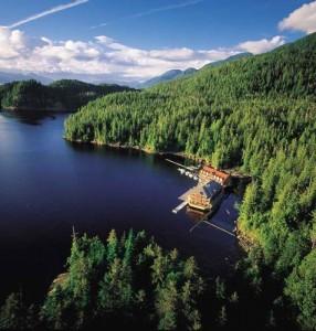 Hôtel flottant en pleine forêt du nord Canada