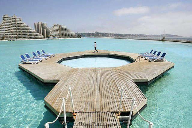 La plus grande piscine du monde est à l'hôtel San Alfonso (Chili)