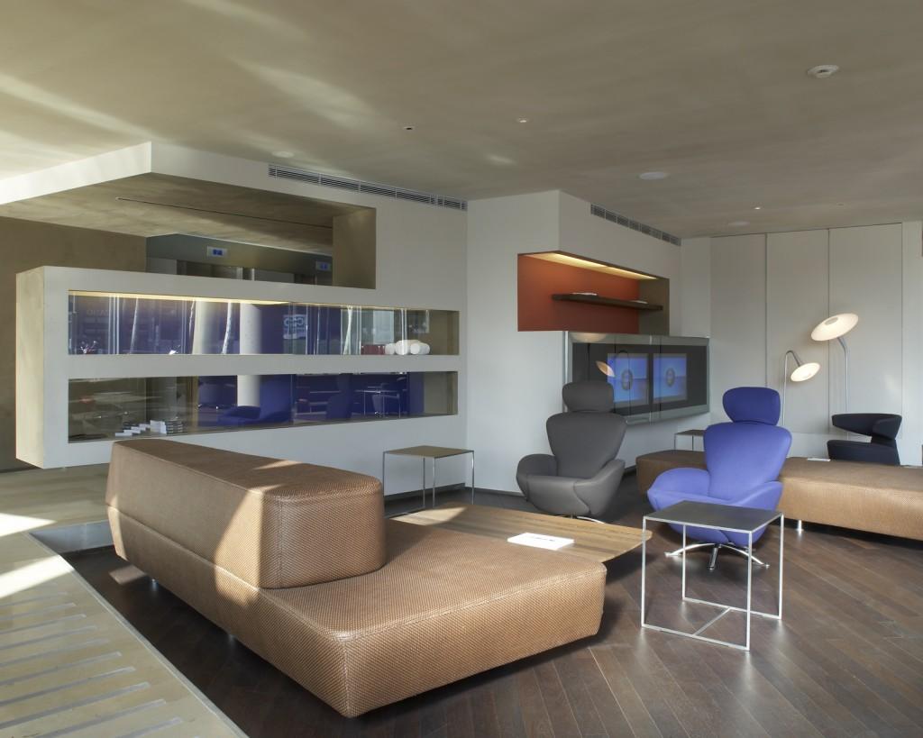 Superbe terrasse et piscine sur le toit de barcelone hotel for Hotel design espagne