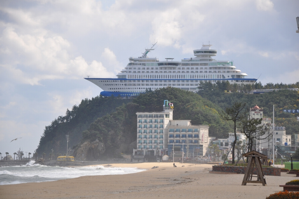 Sun_Cruise_Resort_and_Yacht_from_Jeongdongjin_bateau_coree3