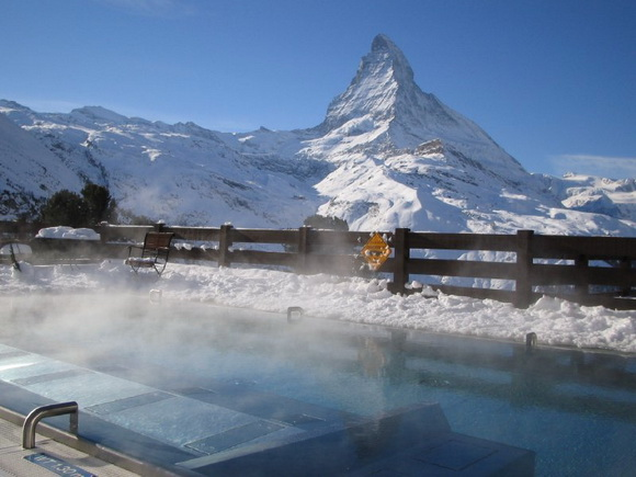 Riffelalp-Resort-piscine-ext