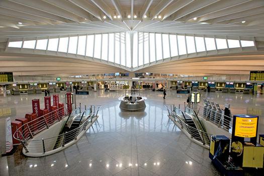 Aeropuerto de Bilbao diseOÌ€ado por el arquitecto Calatrava