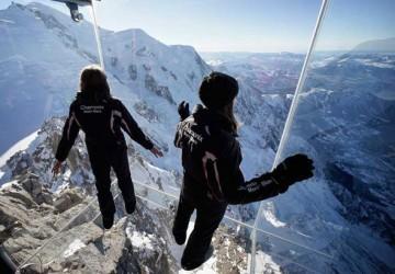 Pas-vide-Chamonix-Cabine-Verre-Suspendue-Aiguille-Midi-Mont-Blanc