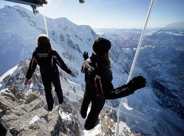 Etre dans le vide à 1000 mètres de hauteur au coeur des Alpes en toute sécurité