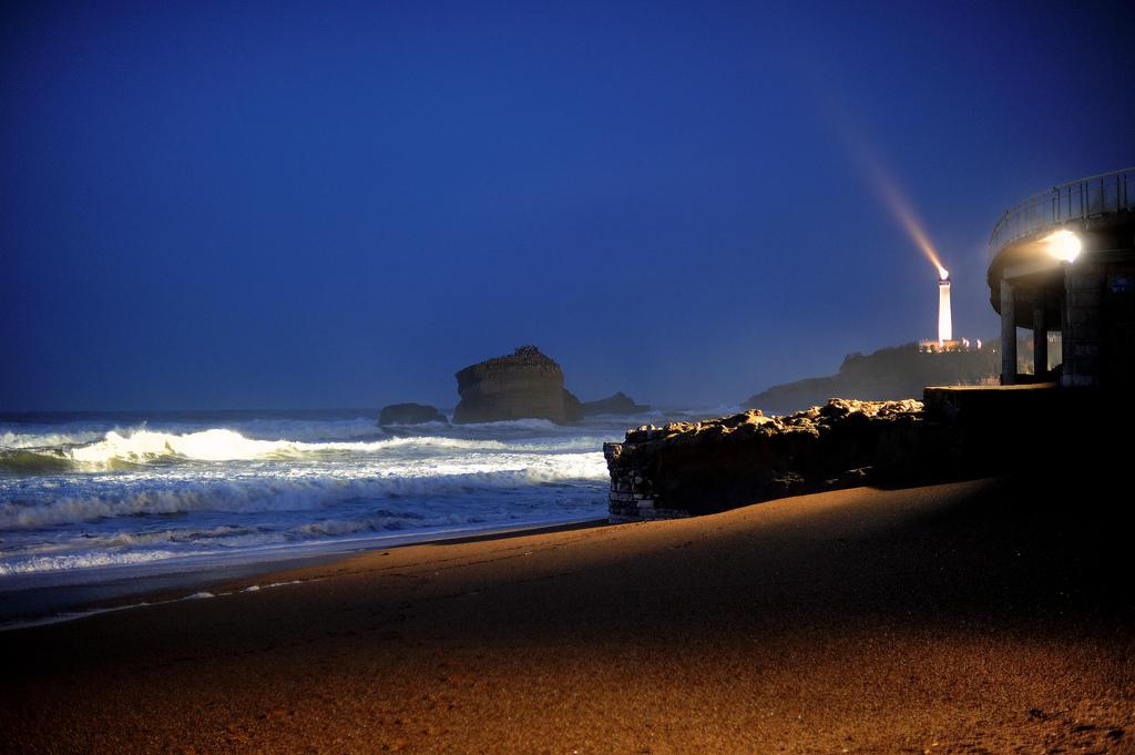 la photo insolite de janvier le phare de biarritz. Black Bedroom Furniture Sets. Home Design Ideas
