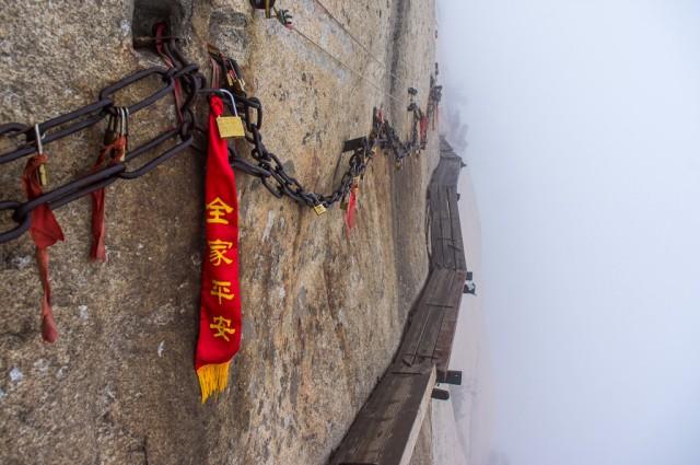 Chemin-mortel-Montagne-Huashan-640x425