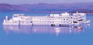 Le sublime hôtel au milieu des eaux du Rajasthan