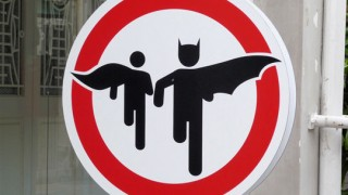 765612-interdit-aux-super-heros