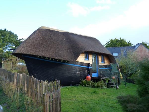 dormir dans une coque de bateau une exp rience insolite voyage insolite. Black Bedroom Furniture Sets. Home Design Ideas