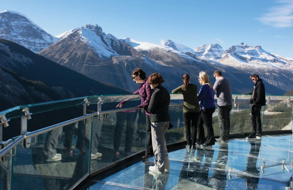 2135_Enjoy-The-View-Of-Jasper-National-Park-On-The-Glacier-Skywalk_0-f