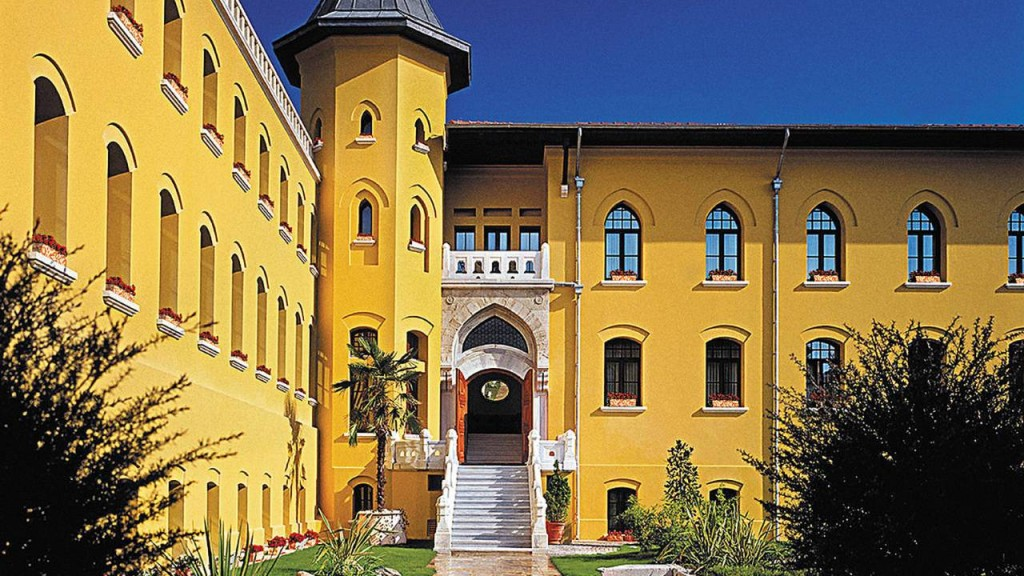 Four-Seasons-Hotel-Istanbul-At-Sultanahmet-Courtyard