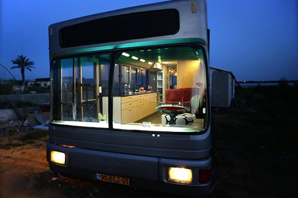 Israeli-Public-Bus-Transformed-Into-Luxury-Home_atypique-1050x700