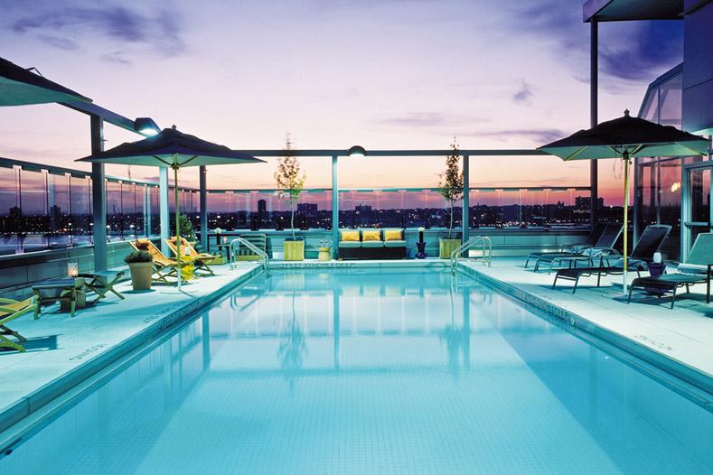 Top 18 des h tels us avec piscine rooftop voyage insolite for Piscine new york