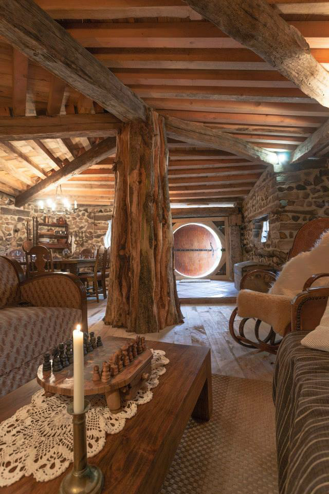 louer une maison de hobbit en bourgogne voyage insolite. Black Bedroom Furniture Sets. Home Design Ideas