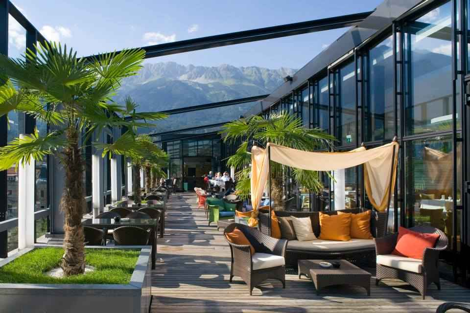 top 11 des bars rooftops travers le monde l 39 ap ro du jeudi. Black Bedroom Furniture Sets. Home Design Ideas