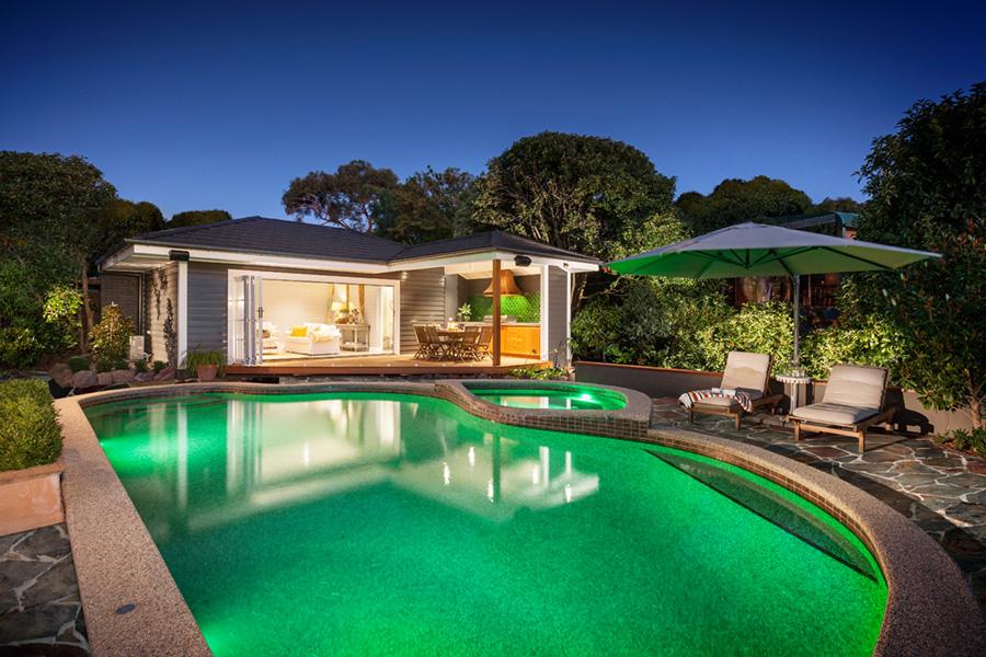 12 Great Ideas For A Modest Backyard: 17 Maisons De Rêve à Moins De 90 Mètres Carrés