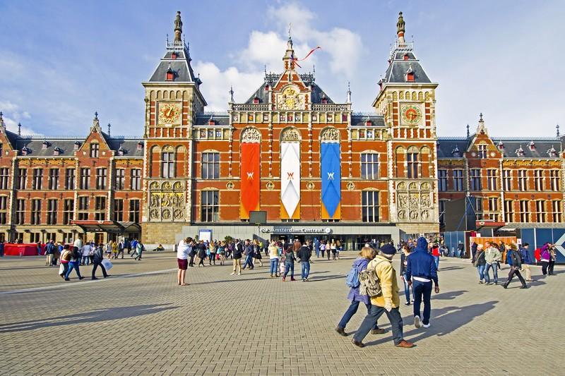 La-Gare-Centrale-d'Amsterdam
