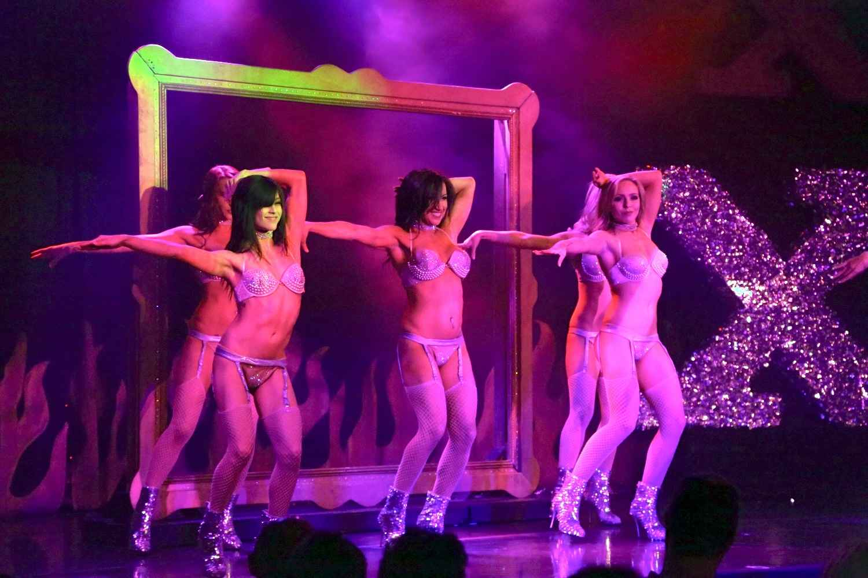 bare-naked-ladies-performing-in-las-vegas-naked-naruto