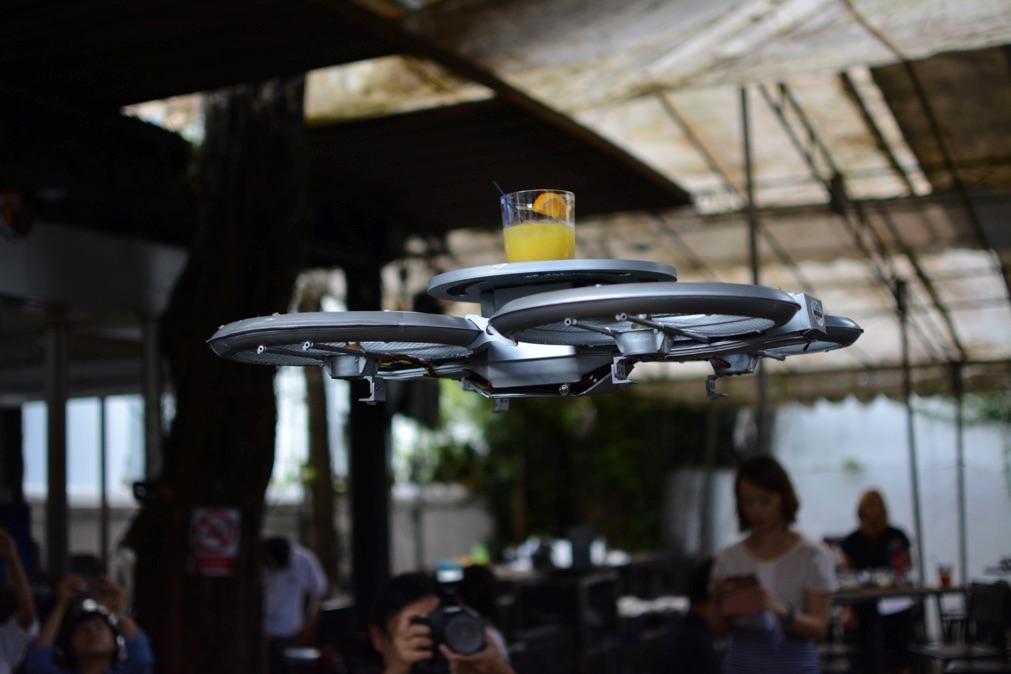 un-restaurant-de-singapour-drones (4)
