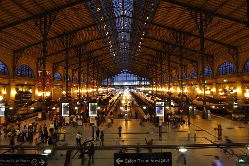 Gare_du_Nord_nuit_Paris