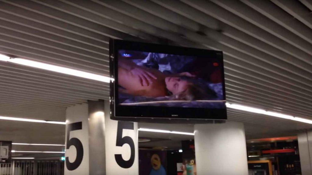 Film porno diffusé à l'aéroport de Lisbonne.