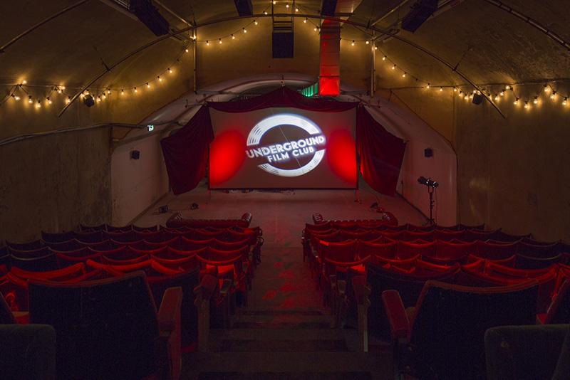 Londres insolite : une salle de cinéma sous le métro