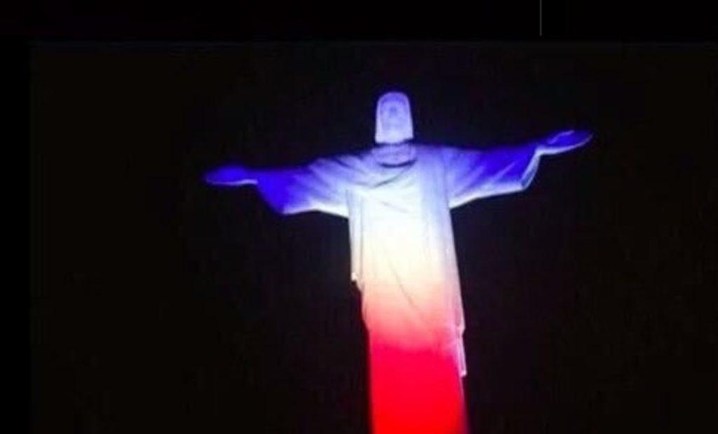 Le-Corcovado-a-Rio-de-Janeiro-aux-couleurs-de-la-France_exact1024x768_l