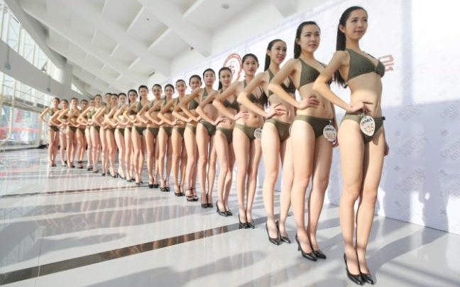 hotesse-lair-bikini-chinoise