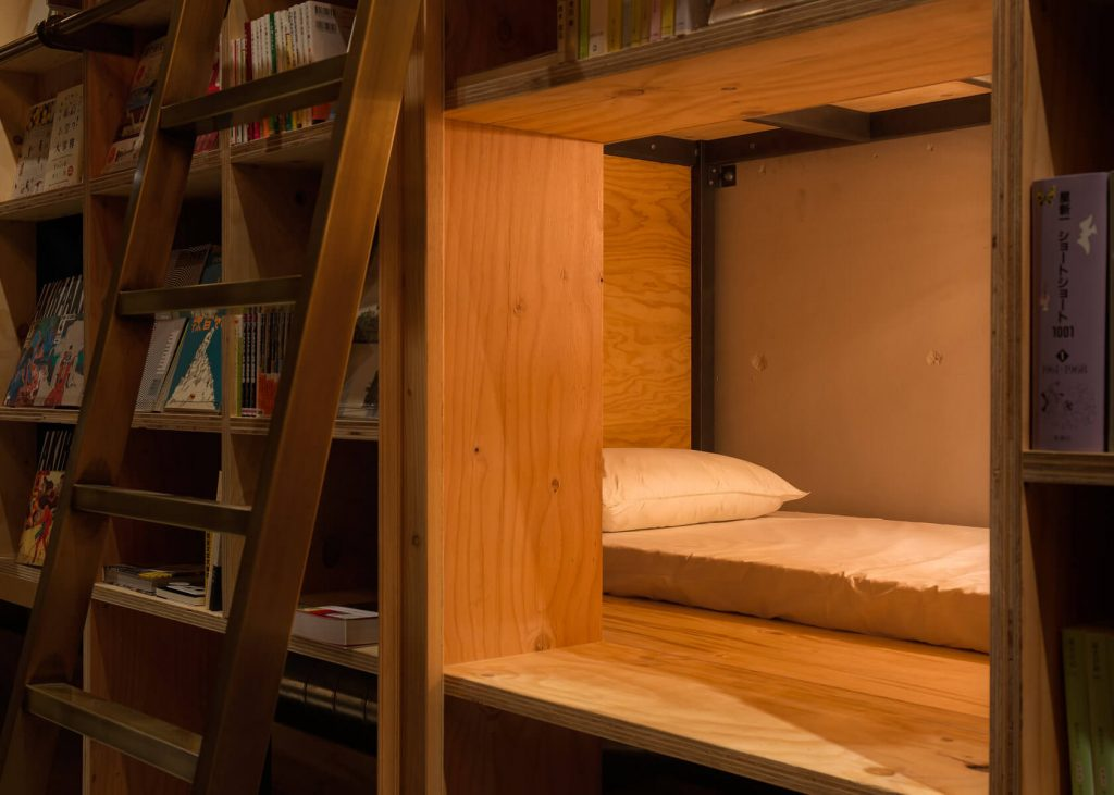 lit bookshelf Book and Bed 2