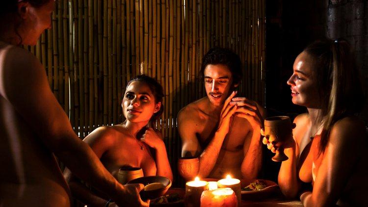 The Bunyadi : le premier restaurant où on mange nu