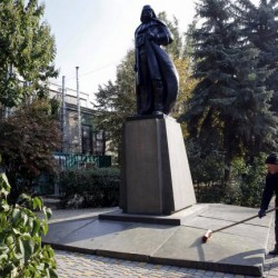 Dark Vador remplace Lénine en Ukraine