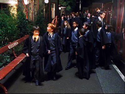 Harry Potter à l'école des sorciers, gare Pré-au-lard