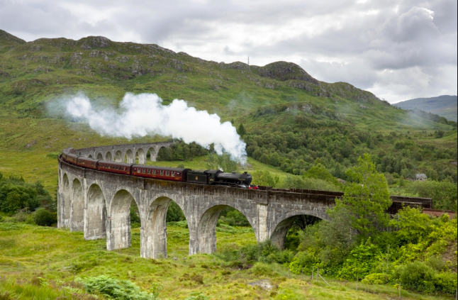 Viaduc de Glenfinnan, voie du Poudlard Express (photo visit scotland)