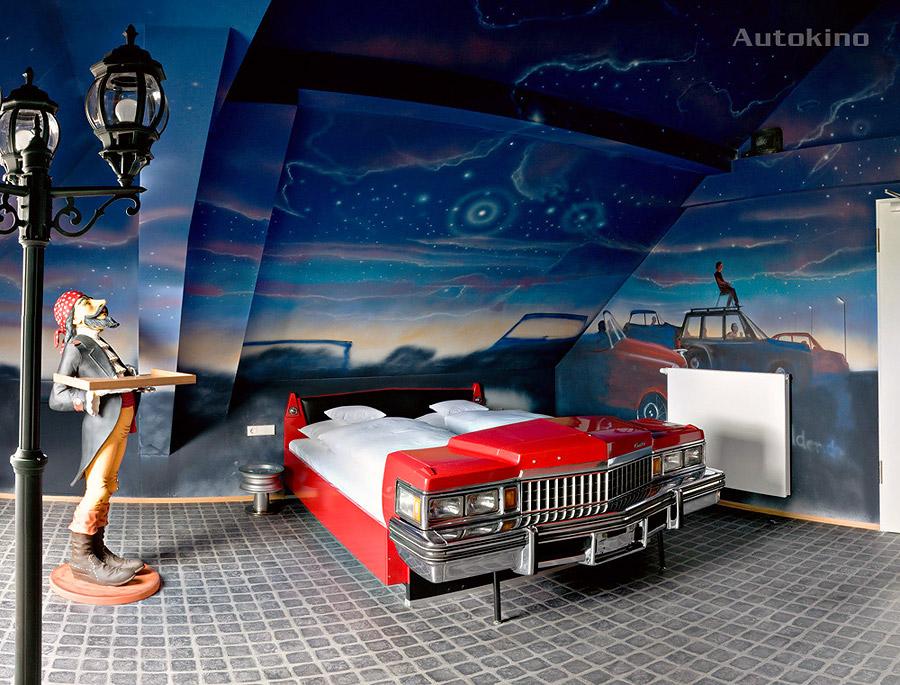 h tel v8 stuttgart l 39 h tel des amoureux des voitures voyage insolite. Black Bedroom Furniture Sets. Home Design Ideas