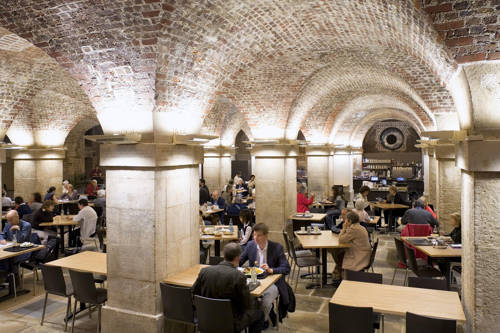 Restaurant insolite londres dans la crypte d 39 une glise for Restaurant atypique