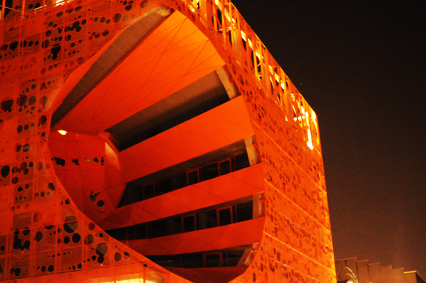 cube orange à Lyon Confluence