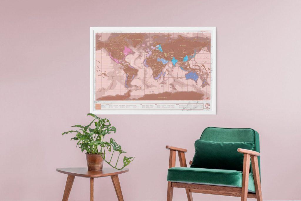 carte du monde à gratter rose et or