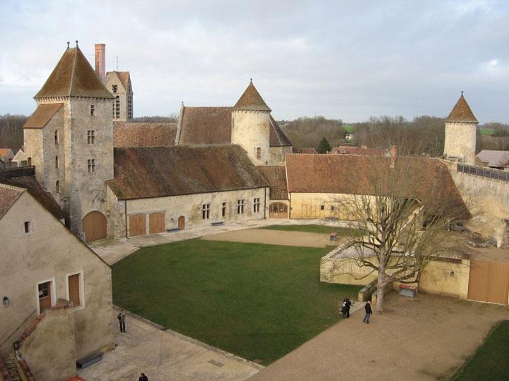 chateau hanté de Blandy les Tours