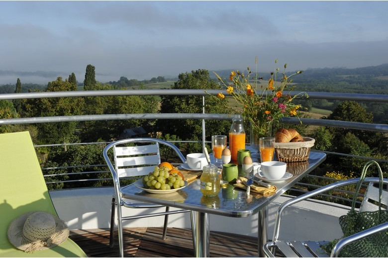 la terrasse du chateau d'eau dans le Gers