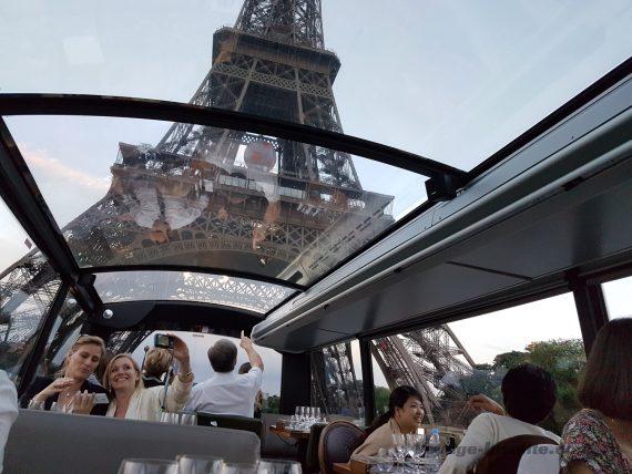 dîner dans Paris en bus