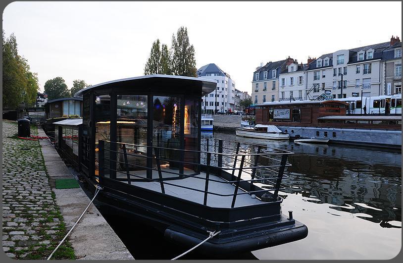 nuit sur un bateau à Nantes