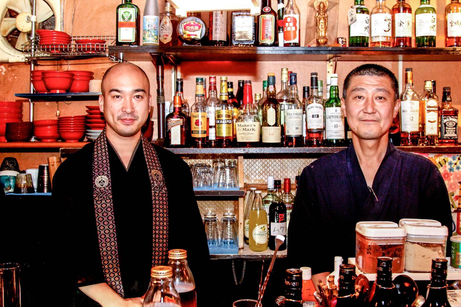 Une prière bouddhiste et une bière ? Rendez-vous au Vowz Bar à Tokyo !
