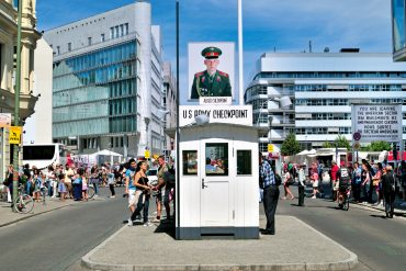 Berlin insolite checkpoint Charlie