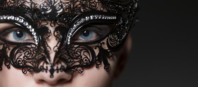 Femme masque noir