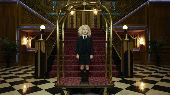 Petite fille hôtel