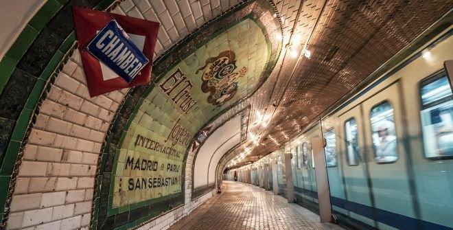 Visiter une station de métro à Madrid