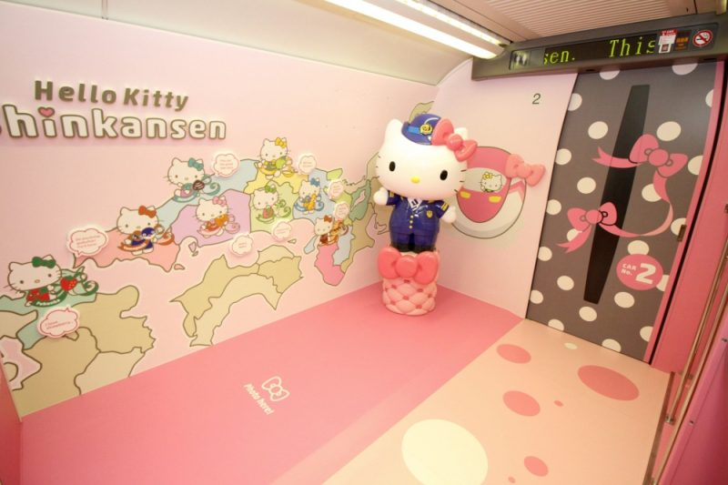 Figurine Hello Kitty géante
